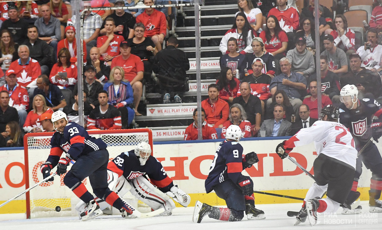 Игровой момент у ворот сборной США