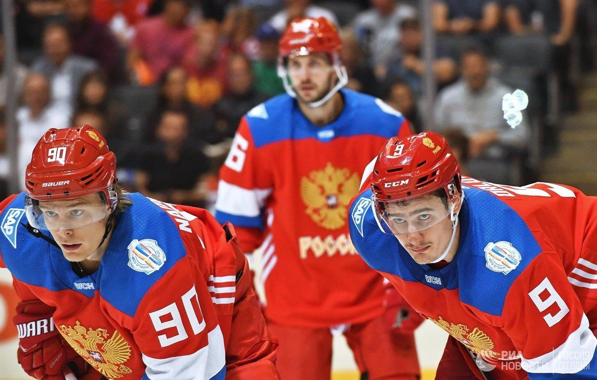 Хоккеисты сборной России Владислав Наместников и Дмитрий Орлов (справа)