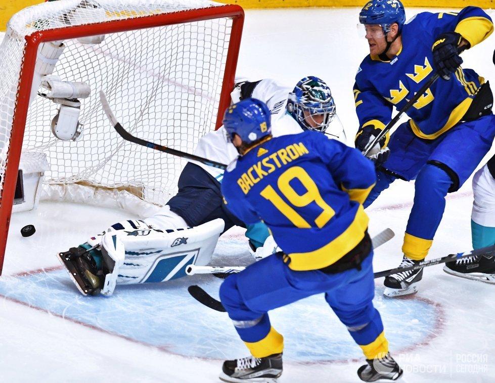 Игровой момент матча 1/2 финала Кубка мира Швеция - Европа