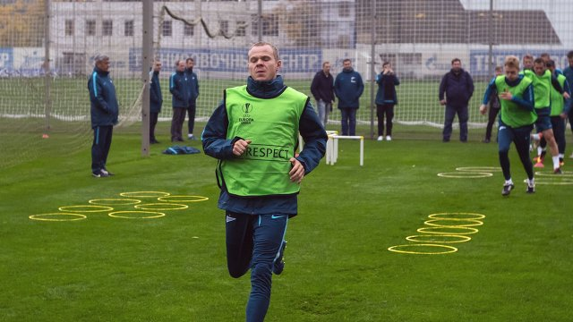 Защитник Зенита Александр Анюков на тренировке