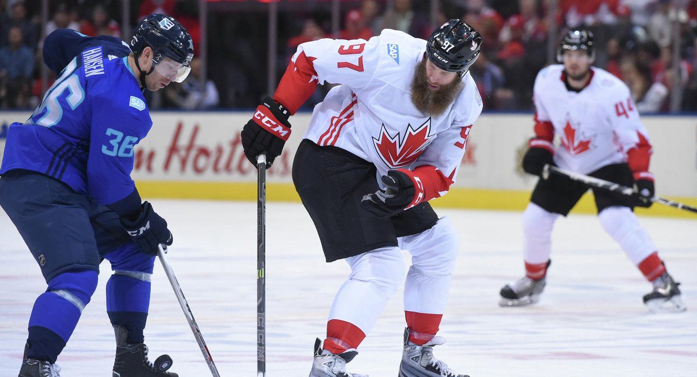 Форвард сборной Европы Янник Хансен и форвард сборной Канады Джо Торнтон (слева направо)