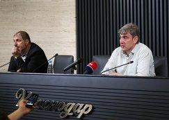 Президент и владелец ФК Краснодар Сергей Галицкий (справа)