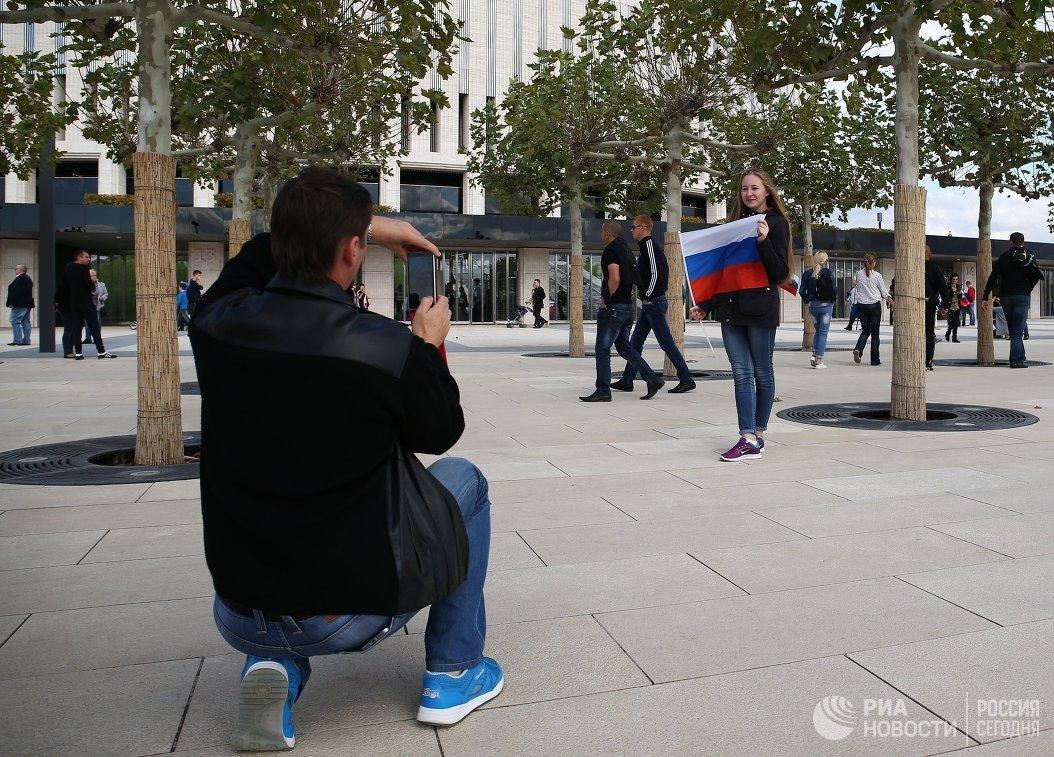 Болельщики возле стадиона ФК Краснодар