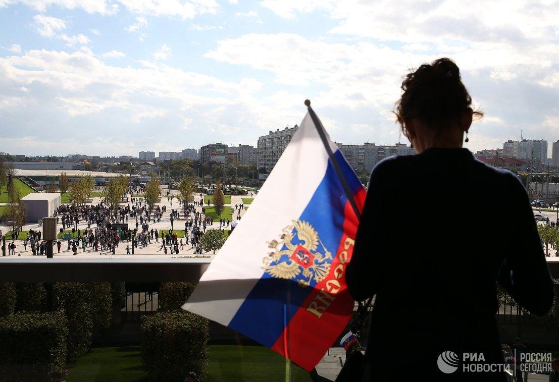 Болельщица сборной России возле стадиона ФК Краснодар