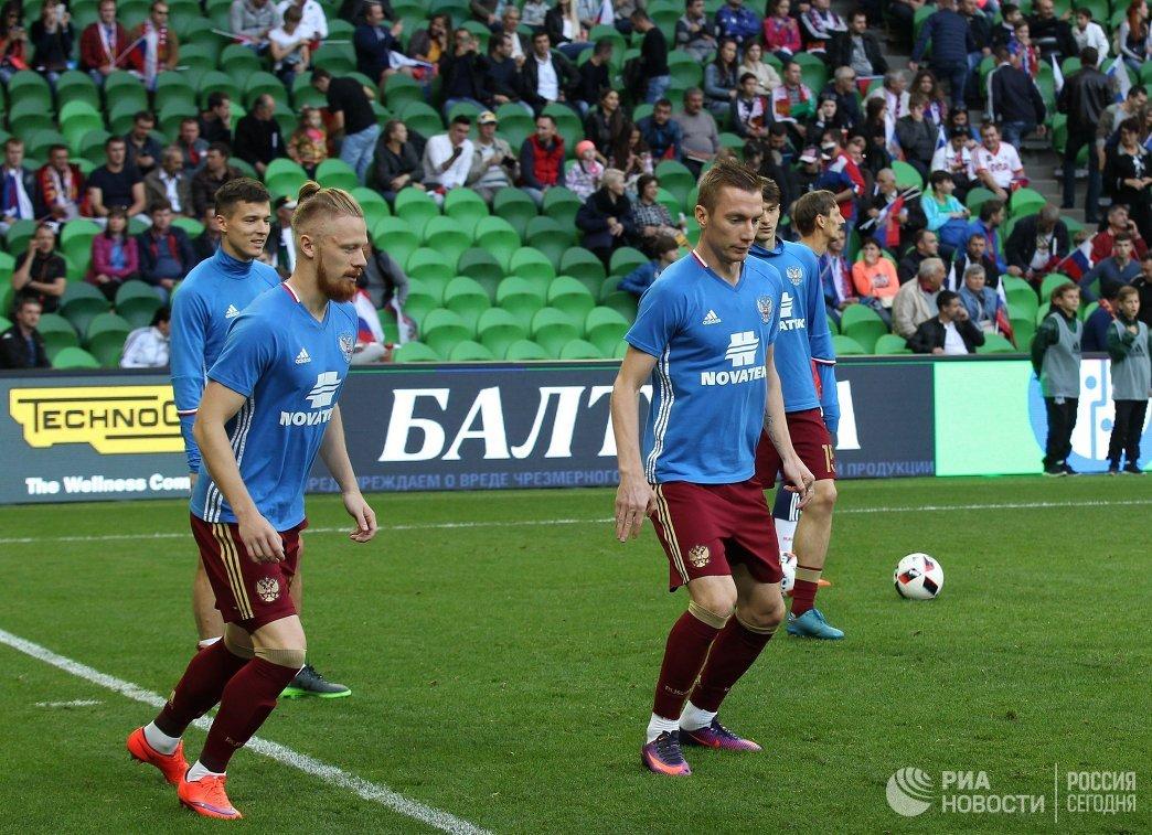 Игроки сборной России Дмитрий Полоз, Иван Новосельцев (слева) и Андрей Семёнов (слева направо)