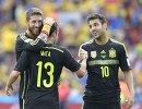 Футболисты сборной Испании Сеск Фабрегас, Хуан Мата и Серхио Рамос (справа налево)