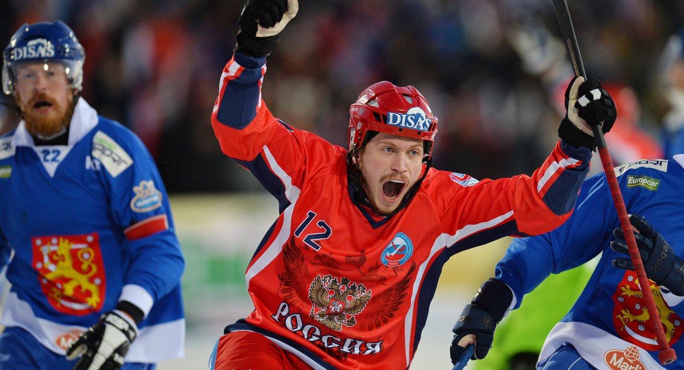 Игрок сборной России Юрий Шардаков радуется заброшенному мячу