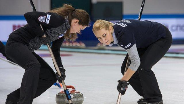 Виктория Моисеева (справа)