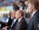 Владимир Путин (в центре) Виталий Мутко (слева) и Дмитрий Песков
