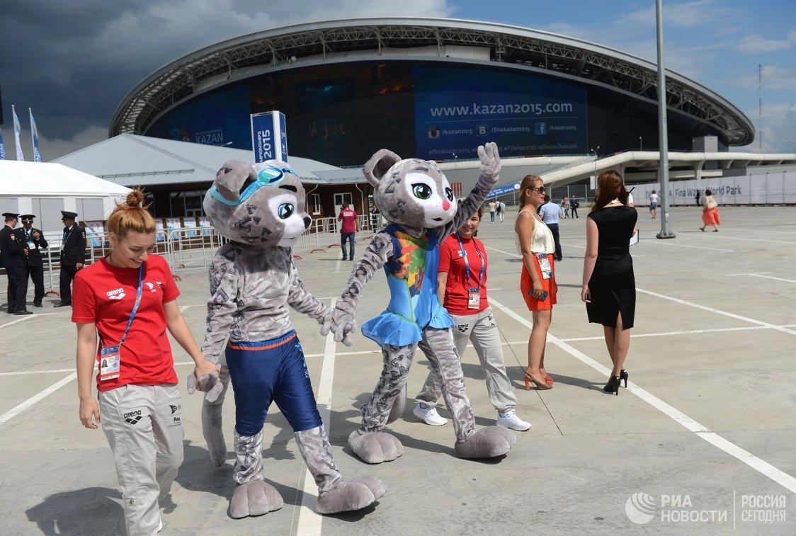 Талисманы чемпионата мира по водным видам спорта снежные барсы Итиль и Алсу в Парке FINA в Казани