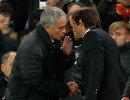Главный тренер Манчестер Юнайтед Жозе Моуринью (слева) и главный тренер Челси Антонио Конте