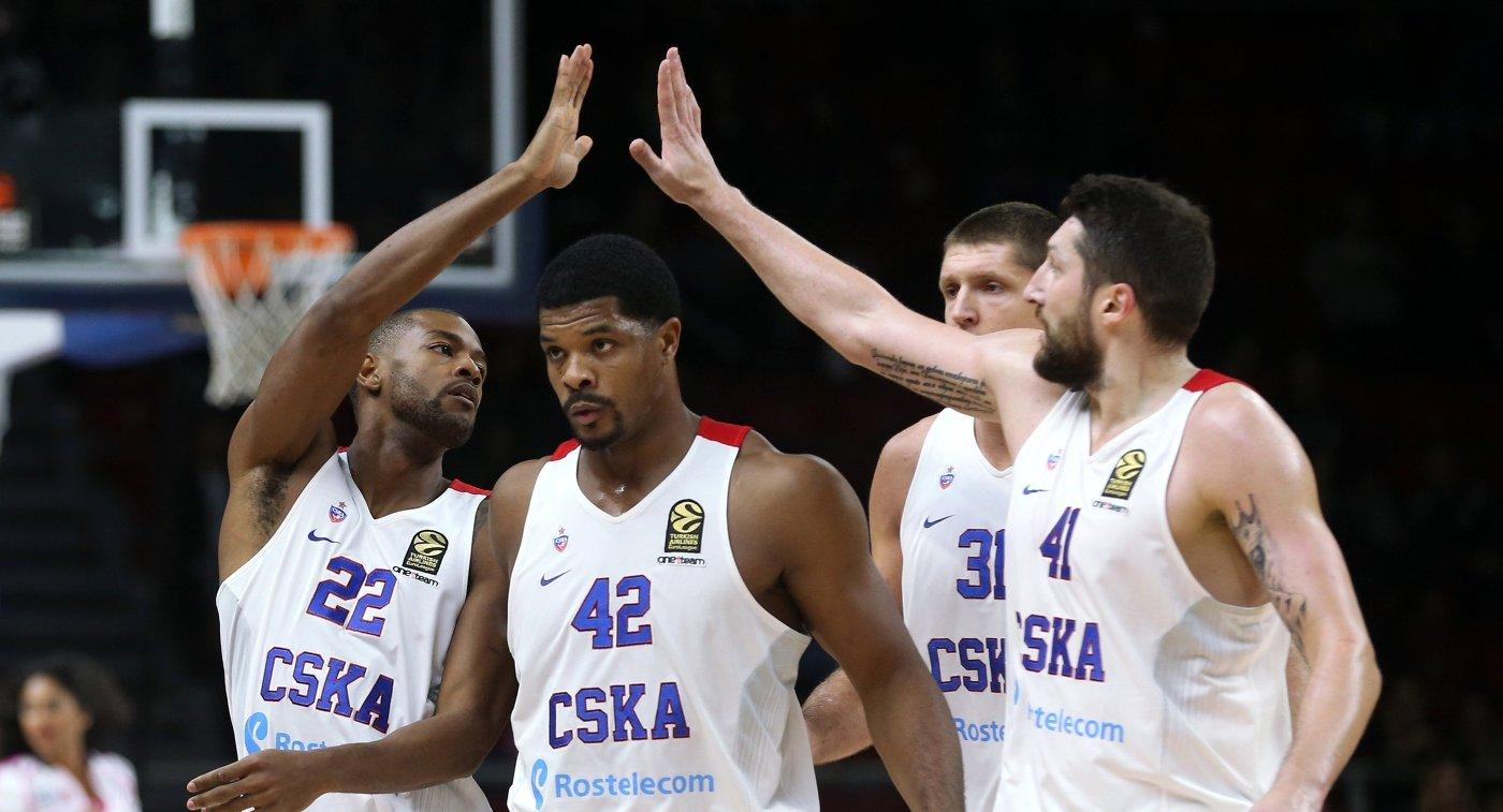 Игроки ПБК ЦСКА Кори Хиггинс, Кайл Хайнс, Виктор Хряпа и Никита Курбанов (слева направо)