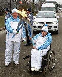 Юрий Баусов (справа)