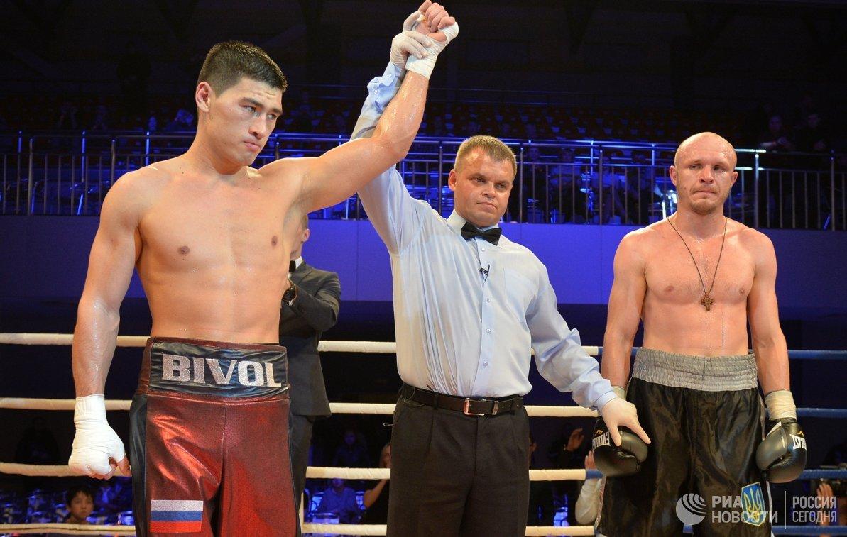 Дмитрий Бивол и Евгений Махтеенко (слева направо)