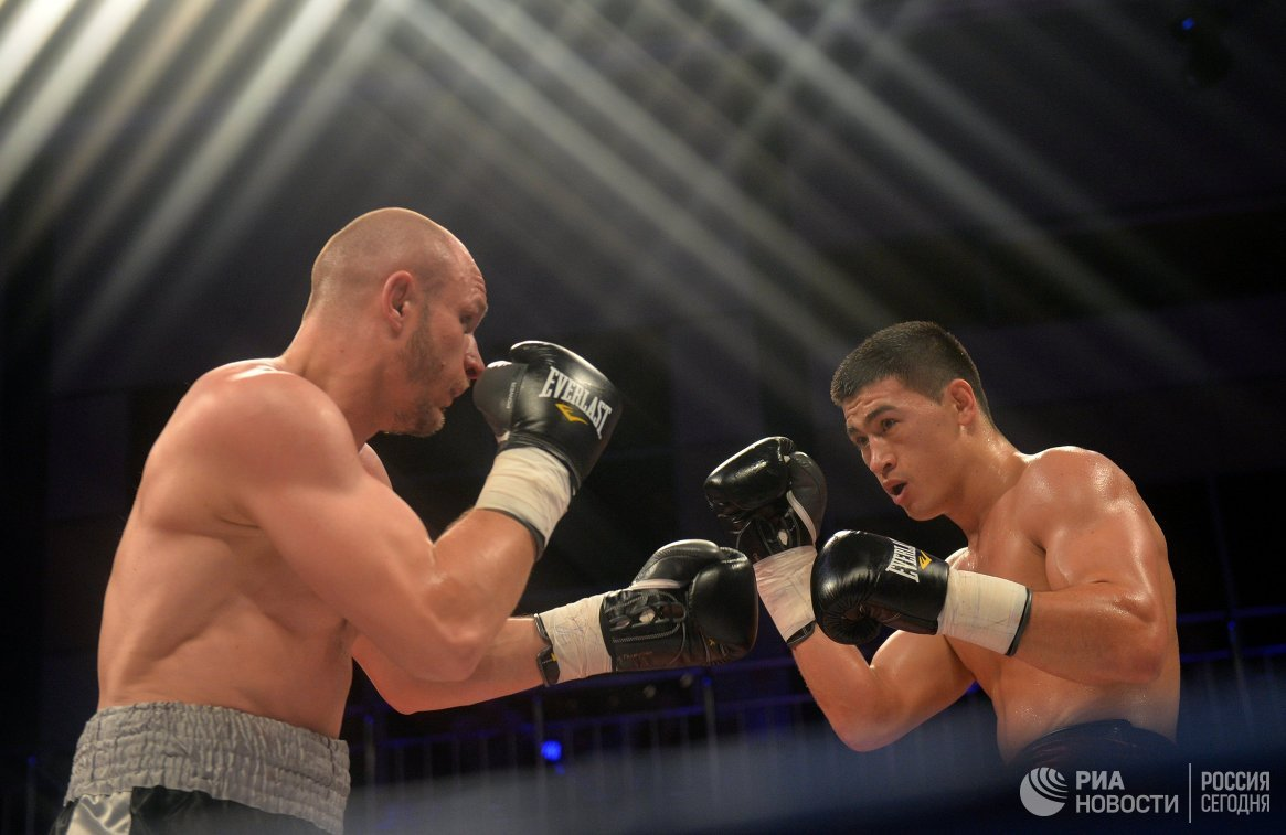 Евгений Махтеенко и Дмитрий Бивол (слева направо)