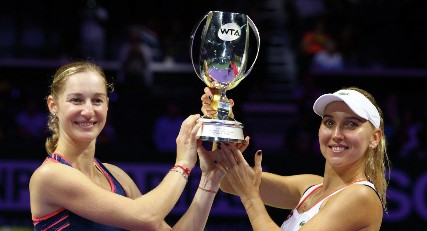 Макарова иВеснина спобеды начали защиту титула наИтоговом турнире WTA