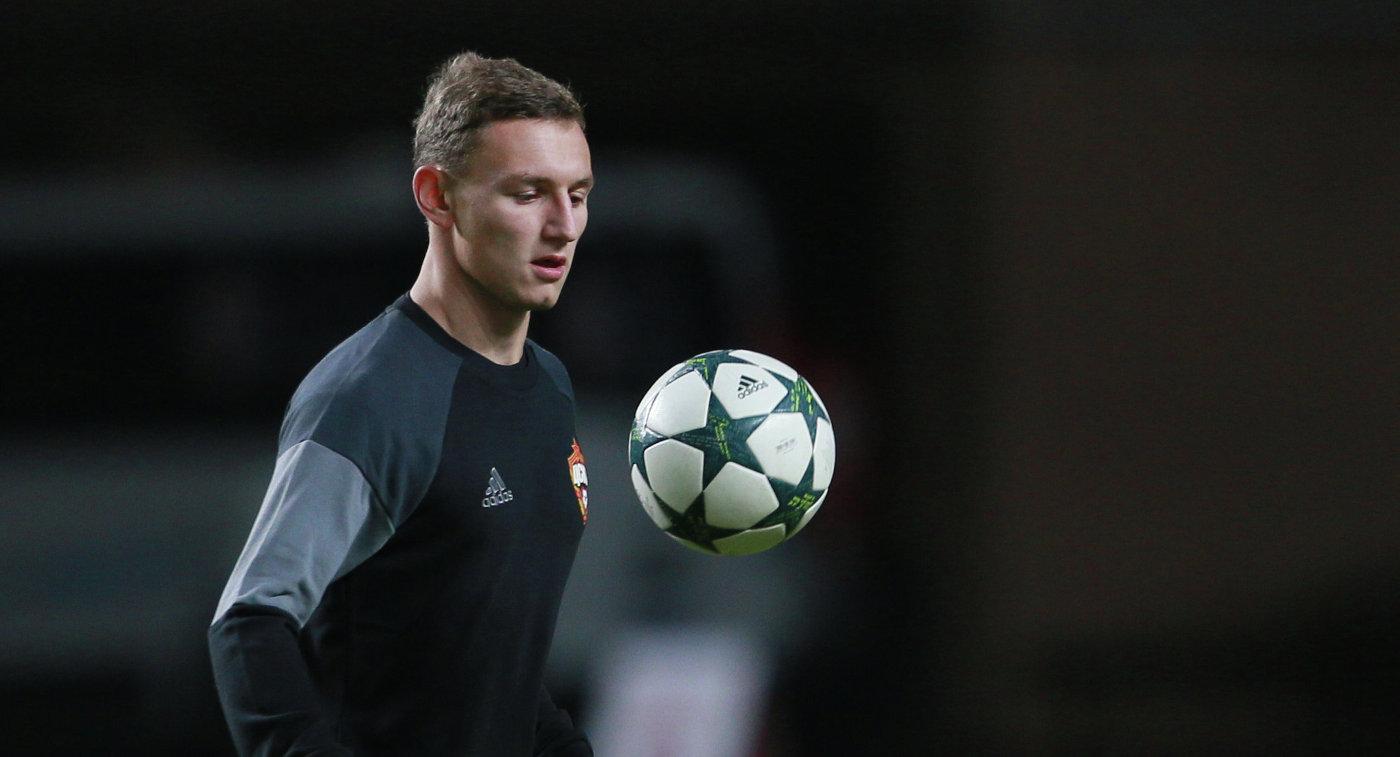 Нападающий ЦСКА Федор Чалов во время тренировки