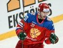 Нападающий сборной России Владимир Ткачёв радуется заброшенной шайбе
