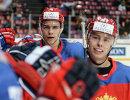 Хоккеисты сборной России Артём Зуб (слева) и Никита Гусев