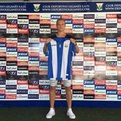 Голкипер Дар Королев после подписания контракта с ФК Леганес