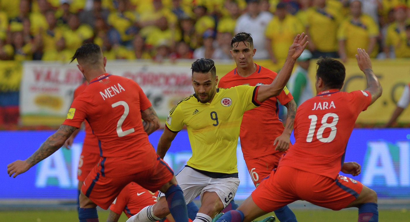 Игровой момент матча Колумбия - Чили