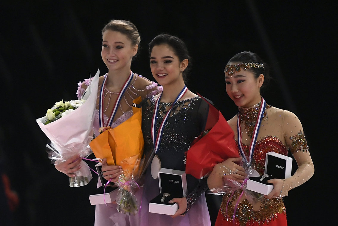 Мария Сотскова, Евгения Медведева и Вакаба Хигути (слева направо)
