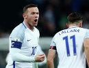 Нападающие сборной Англии по футболу Уэйн Руни и Адам Лаллана (слева направо)