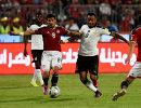 Полузащитник сборной Египта по футболу Тарек Хамед и нападающий команды Ганы Джордан Айю (слева направо)