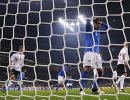 Игровой момент матча между командами Италии и Германии по футболу