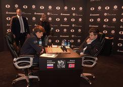 Сергей Карякин (слева) и Магнус Карлсен