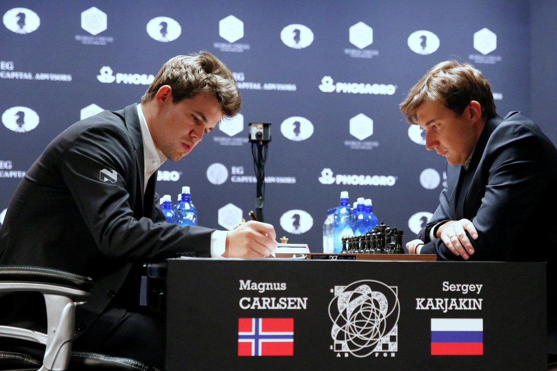 Магнус Карлсен и Сергей Карякин (слева направо)