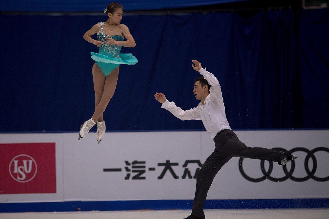 Китайские фигуристы Пэн Чэн и Цзинь Ян на этапе Гран-при в Пекине