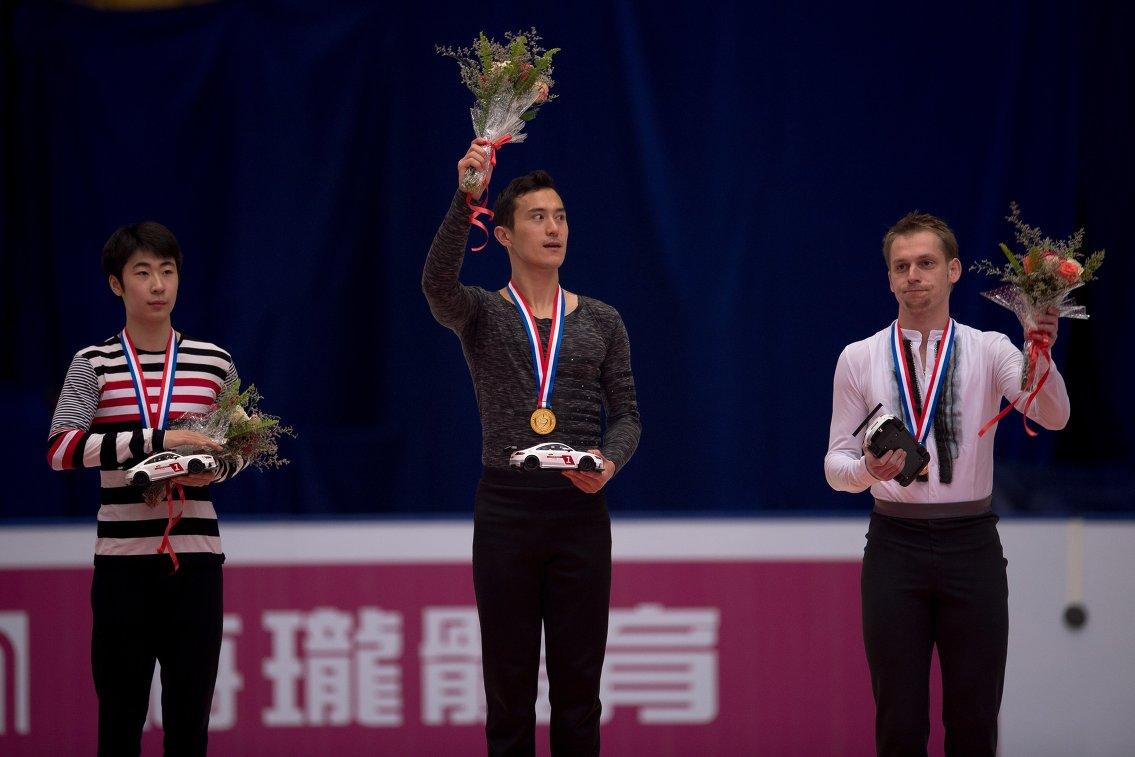 Цзинь Боян (Китай), Патрик Чан (Канада) и Сергей Воронов (Россия) (слева направо)