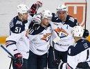 Хоккеисты Металлурга Алексей Береглазов, Сергей Мозякин, Данис Зарипов, Крис Ли (слева направо) радуются заброшенной шайбе