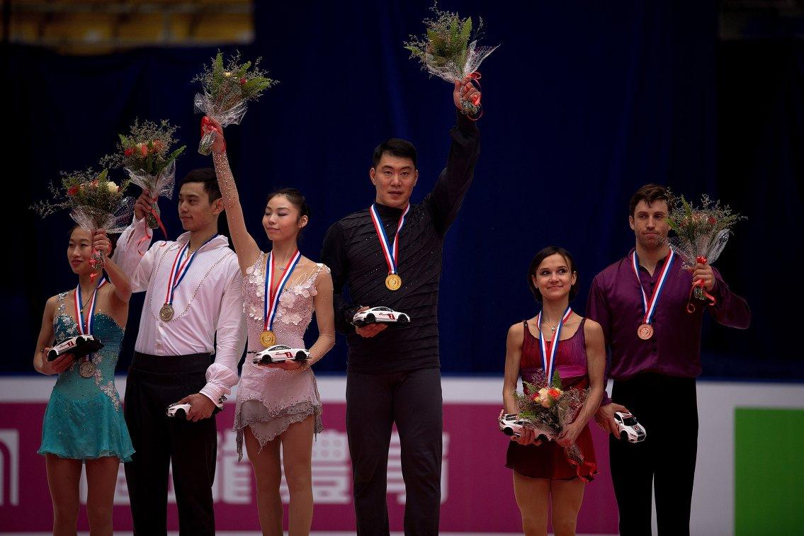 Китайцы Пэн Чэн и Цзинь Ян, Юй Сяоюй и Чжан Хао, Любовь Илюшечкина и Дилан Москович (слева направо)