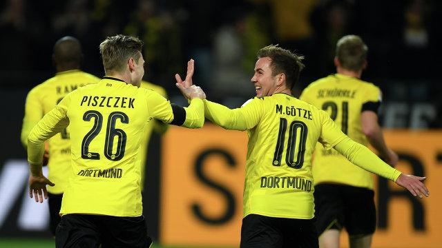 Футболисты дортмундской Боруссии Лукаш Пищек и Марио Гетце (справа)