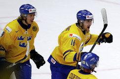 Форвард сборной Швеции Филип Форсберг (справа) во время полуфинального матча МЧМ-2014 между сборными Швеции и России