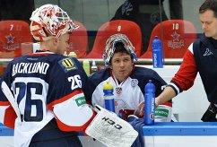 Вратари ХК Слован Юхан Баклунд и Денис Годла (слева направо)