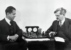 Хосе Рауль Капабланка (слева) и Эмануэль Ласкер (1925 год)