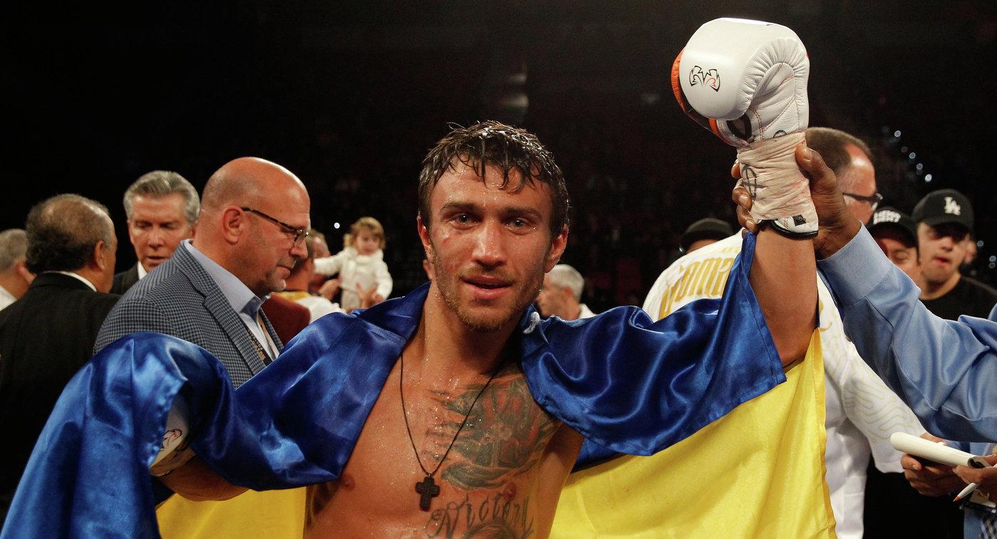 Боксер Ломаченко победил Линареса и завоевал титул WBA