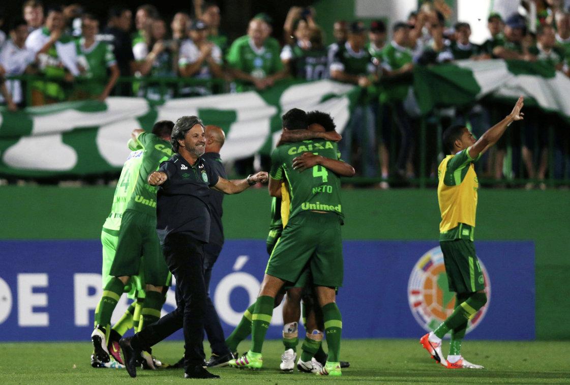 Футболисты бразильского клуба Шапекоэнсе