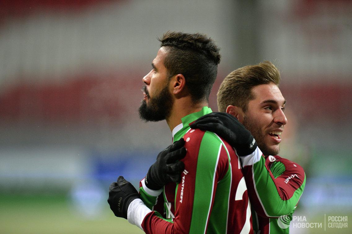 Футболисты Рубина Жонатас (слева) и Рубен Рочина
