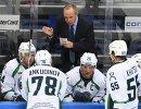 Главный тренер Югры Андрей Соколов (в центре на втором плане) и хоккеисты клуба