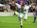 Защитник мадридского Реала Серхио Рамос радуется забитому мячу