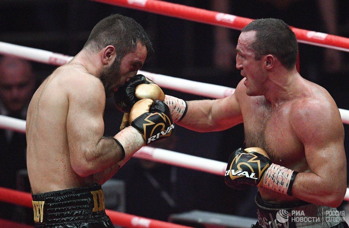 Справа налево: Денис Лебедев и Мурат Гассиев