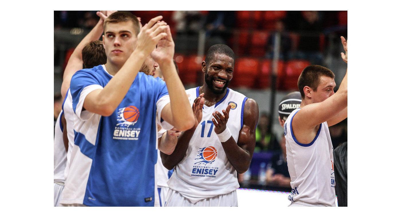 Баскетболисты «Енисея» проиграли клубу «Пинар Каршияка» вматче Лиги чемпионов