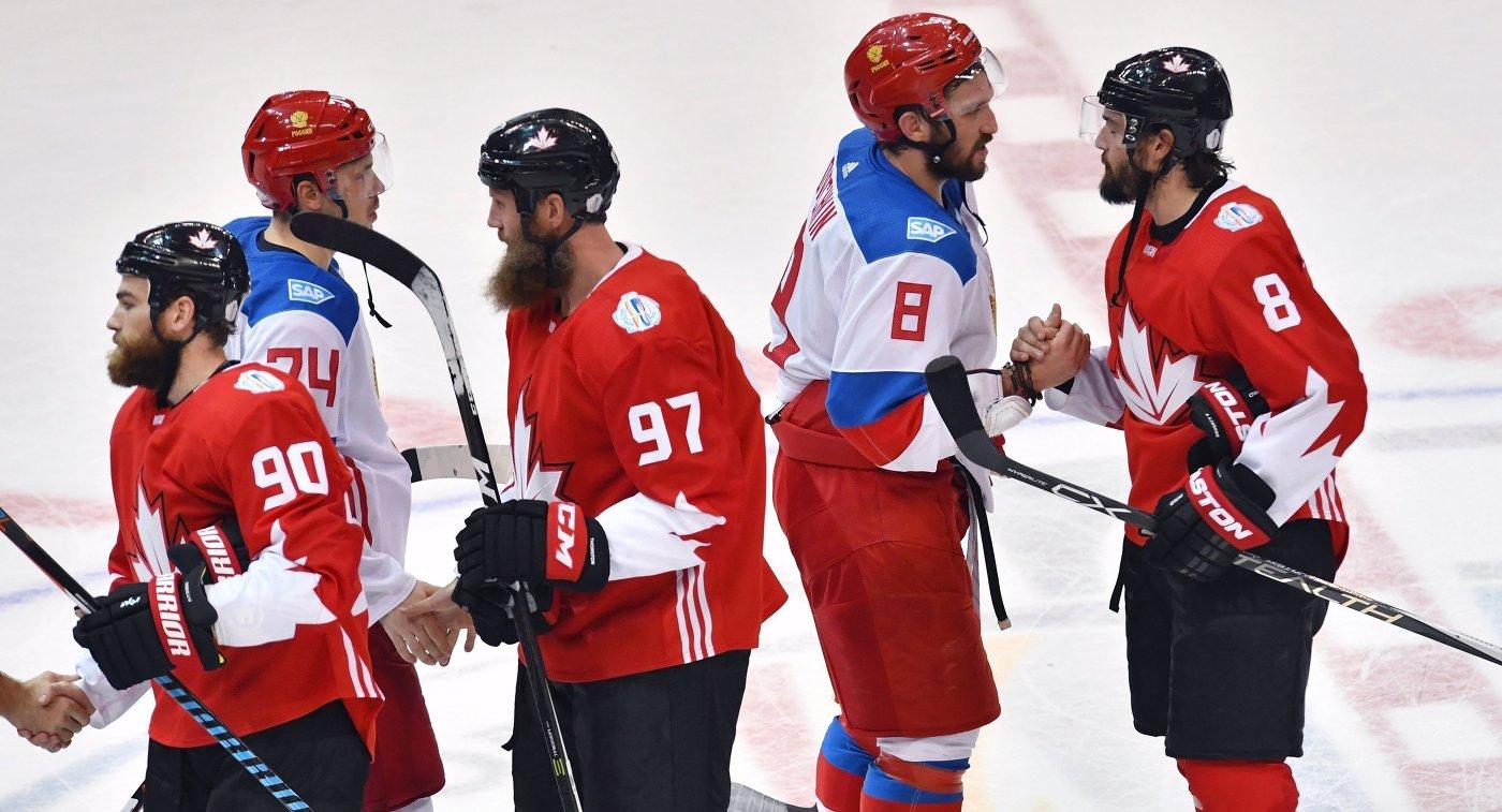 Хоккеисты сборной Канады Райан О'Райлли, Джо Торнтон и Дрю Даути (слева направо на первом плане) и хоккеисты сборной России Алексей Емелин и Александр Овечкин (слева направо на втором плане)