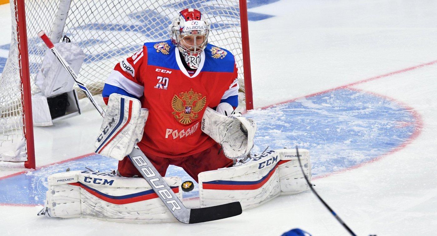 Вратарь сборной России Илья Сорокин (слева)