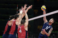 Иван Зайцев (крайний справа) в матче полуфинала Италия - США на Олимпийских играх