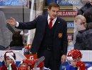 Главный тренер сборной России Валерий Брагин (в центре) и хоккеисты команды